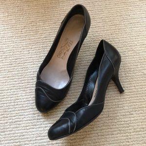 Ferragamo Heel w Contrast Piping